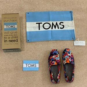 Women's TOMS in size 7